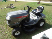 CRAFTSMAN LT2000 LAWN TRACTOR IN LIKE NEW COND